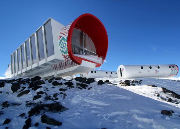 Hotel de fibra de vidrio en la nieve