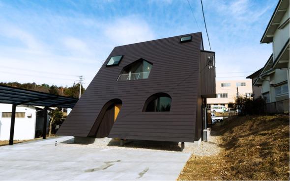 El estudio de diseño Mamiya Shinichi interpreta el slash como una vivienda