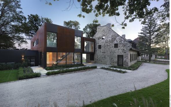 Remodelación contemporánea a casa de piedra