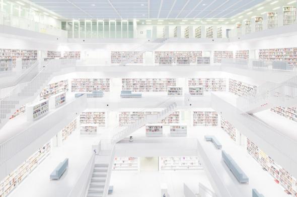 Felix Lochner captura la belleza escondida de una biblioteca ausente de la presencia humana