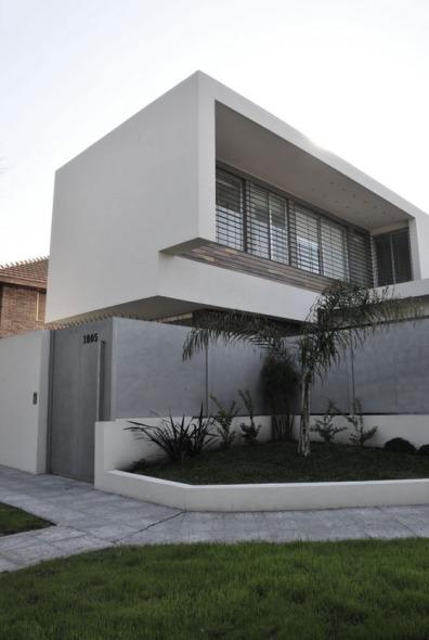 Casa con plegados blancos