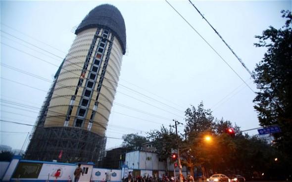 El arquitecto chino defiende el rascacielos fálico