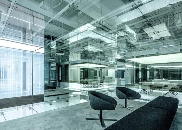 Oficinas de vidrio y espejo