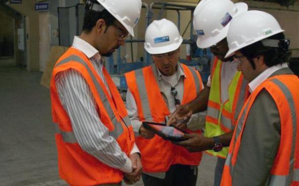 Empresa constructora ahorra 1.2 millones por cambiar planos de papel por iPads y Apple TV