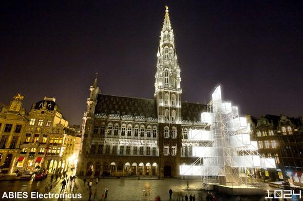 Árbol de Navidad creado por arquitecto en Bruselas