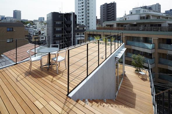 Casa japonesa con balcones