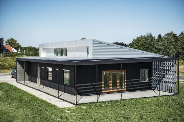 Presenta una increíble casa hecha totalmente con materiales reciclados