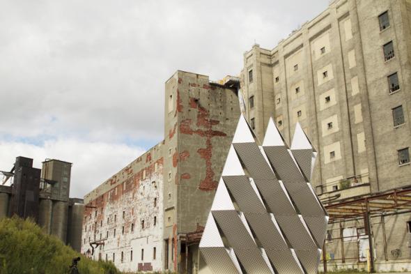 Muro compuesto de módulos de acero