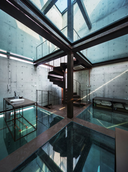 Casa vertical de vidrio