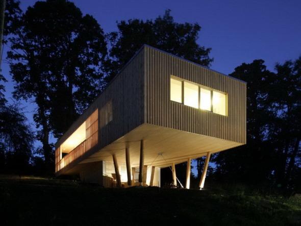 Casa elevada de madera