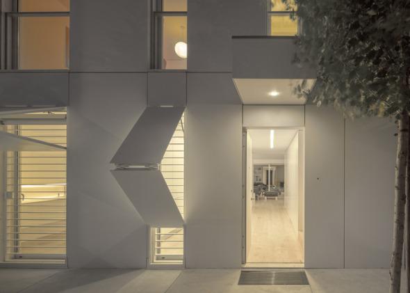 Camuflaje en fachada noticias de arquitectura buscador for Casa minimalista tres pisos