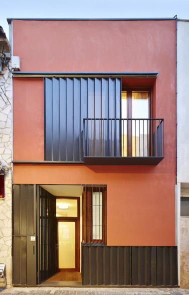 Estrecha casa en Barcelona