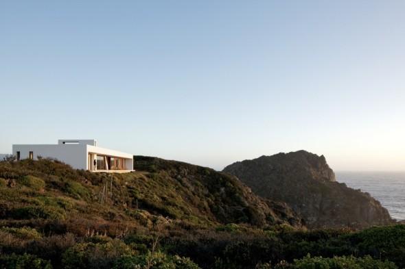 Casa blanca en acantilado