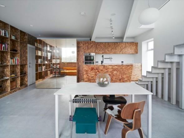 Casa de contraste entre líneas afiladas y superficies rugosas