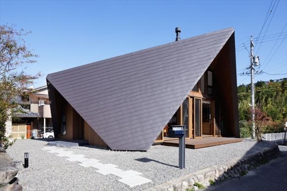 Casa con cubierta de origami