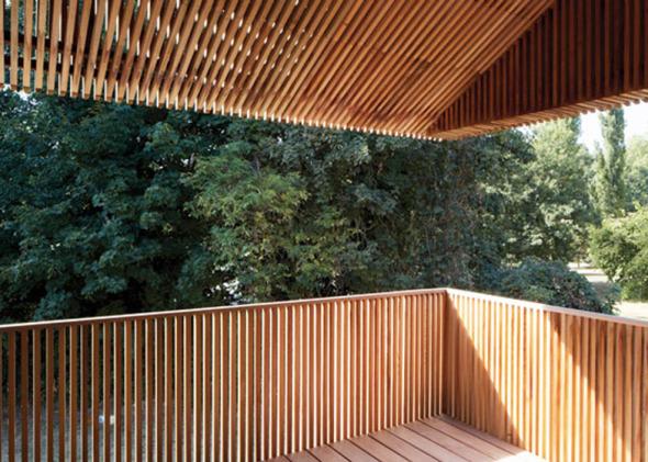 Casa cubierta por listones de cedro