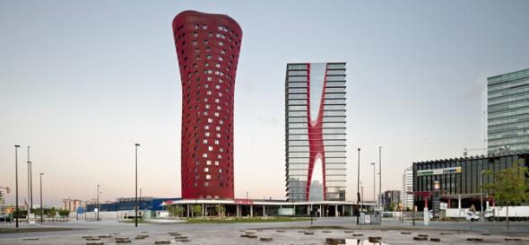 Rascacielos Rojo de Toyo Ito