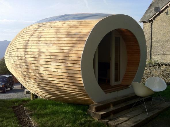 Moderna y diminuta casa prefabricada de madera