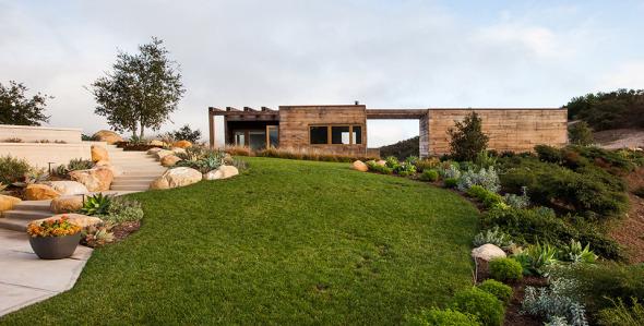 Casa con cuadros naturales