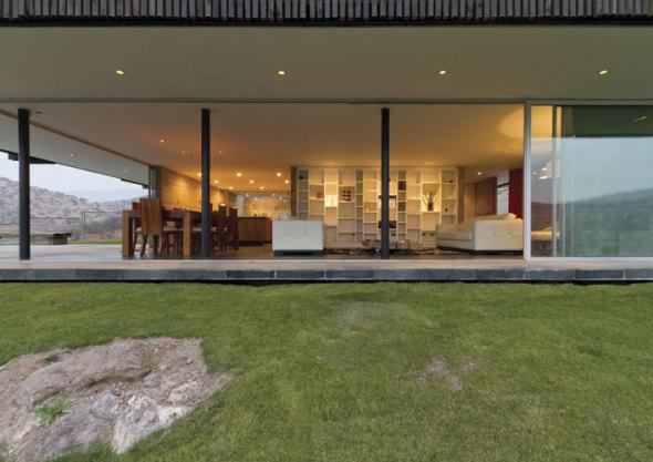 Casa con fachada dinámica