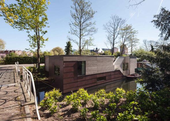 Barco-casa para vivir y flotar en el agua