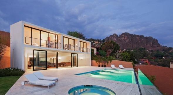 Casa blanca minimalista en México