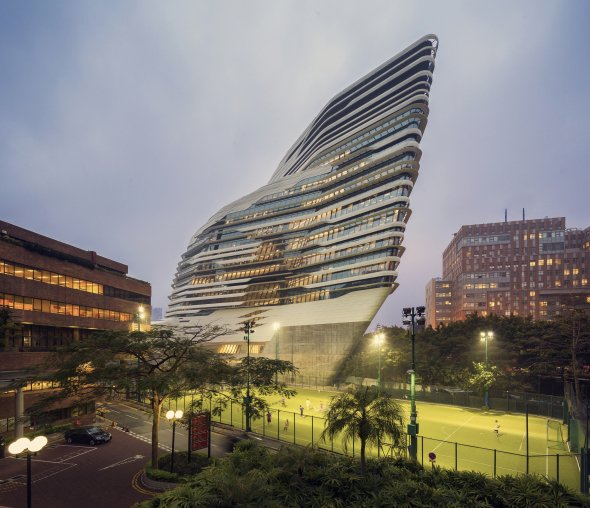 Jockey Club Innovation Tower por Arquitectos Zaha Hadid