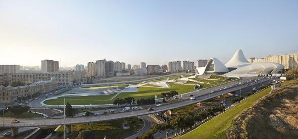 Azerbaiyán cuenta el costo humano de la arquitectura