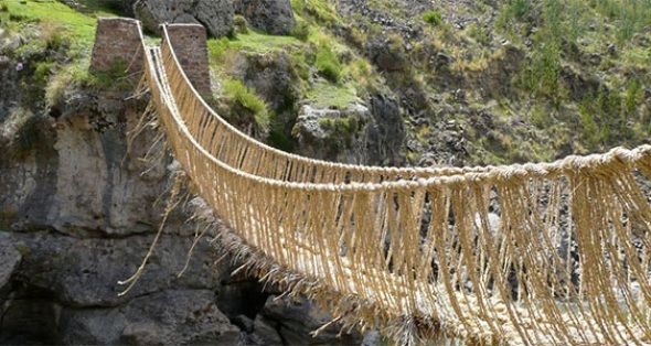 Puente colgante patrimonio cultural de la humanidad en Umbrales Arquitectura y Urbanismo