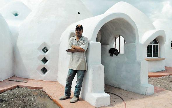 Arquitectura iraní en el desierto de Chihuahua. Súper adobe