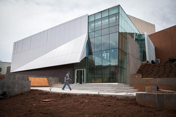 Museo de ladrillo y cristal. Museo de Arte Zuckerman