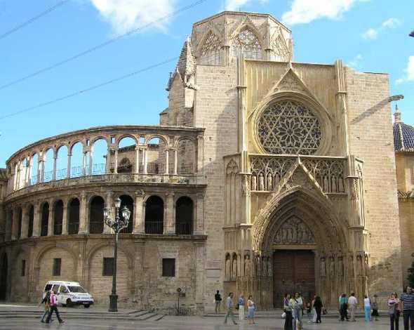 Recuperan la fachada gótica de la Catedral de Valencia
