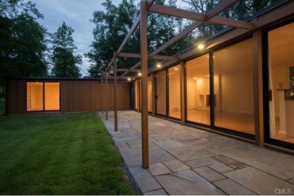 La casa del famoso arquitecto Phillip Johnson en venta por 1.575M USD