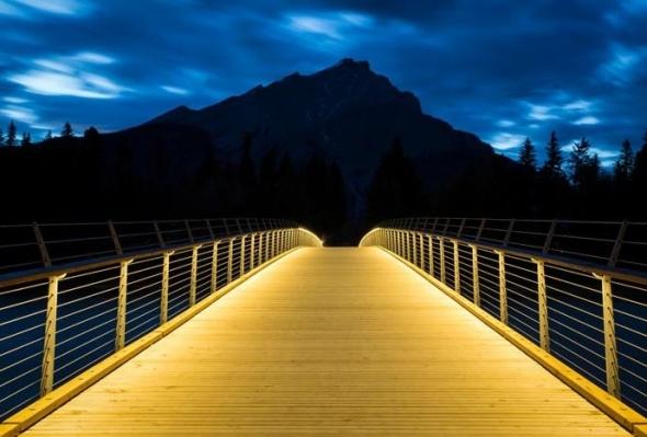 Puente peatonal de madera