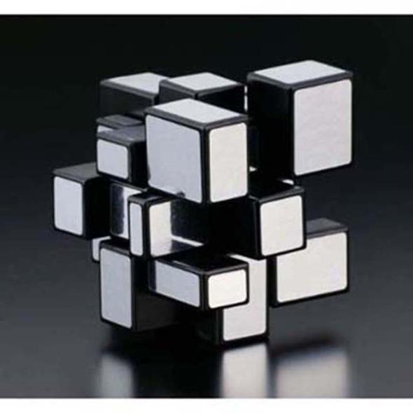 Creador del cubo rubik fue galardonado