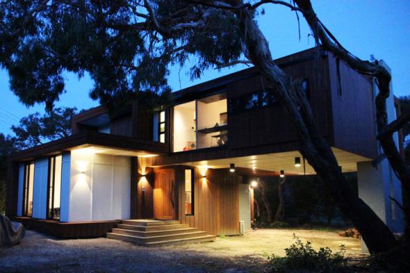 Una renovación espectacular de una casa con volado que apenas toca la Tierra