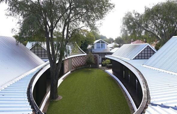 Sencilla residencia familiar revela una sorpresa arquitectónica