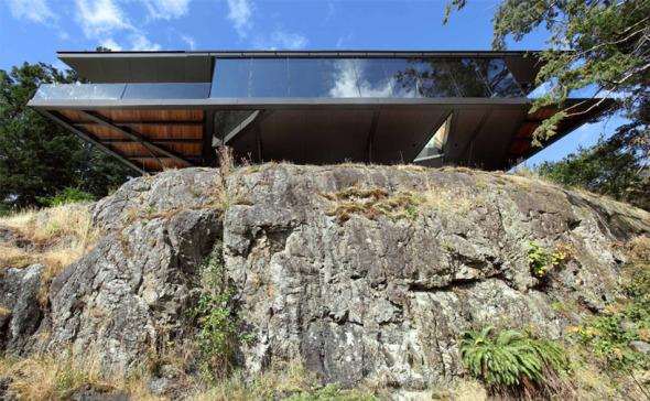 Casa suspendida en el acantilado