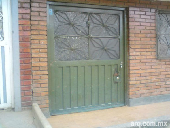 Humor en la Arquitectura, La Puerta de los Hobbits