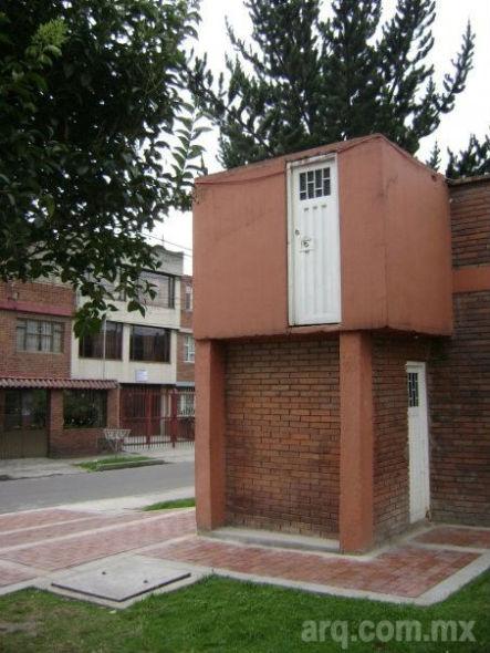 Humor en la Arquitectura, Puerta en las alturas