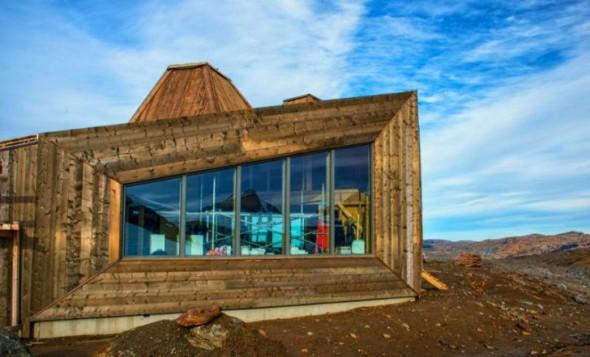 Cabaña refugio resistente de madera