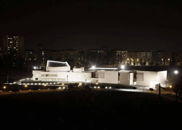 Rafael Moneo entrega el museo diez