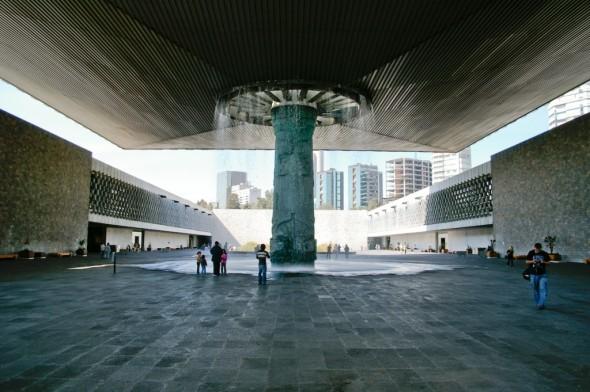 Luz y sombra en el 50 aniversario del Museo de Antropología