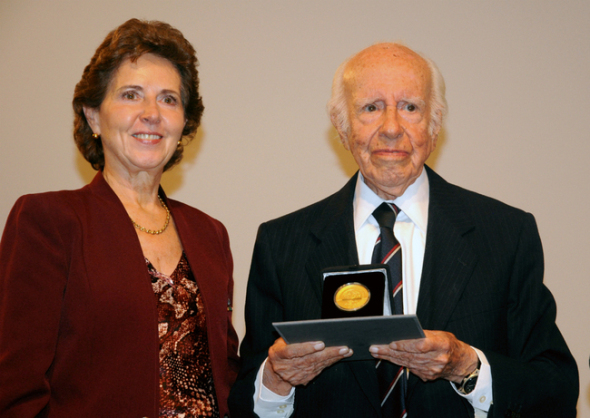 Arquitecto Reinaldo Pérez Rayón recibe Medalla Bellas Artes