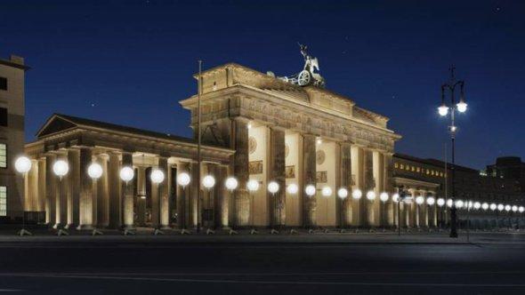 Cadena de luces celebrando 25 años de la caída del muro de Berlín