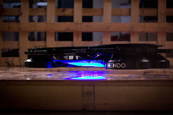 Arquitecto inventa la patineta de Volver al Futuro