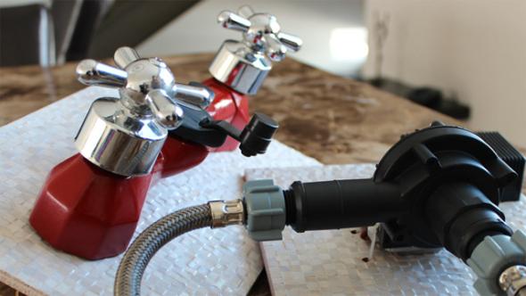Mexicano crea sistema para evitar desperdicio de agua en regadera