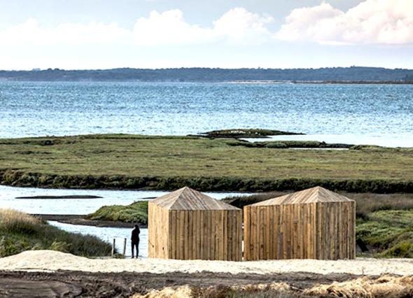 Cabañas diminutas construidas a partir de madera reciclada 100 por ciento