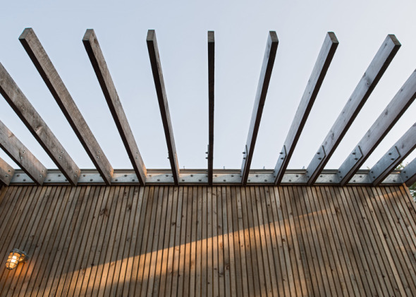 Cabaña de madera de artista sube una colina en Nova Scotia