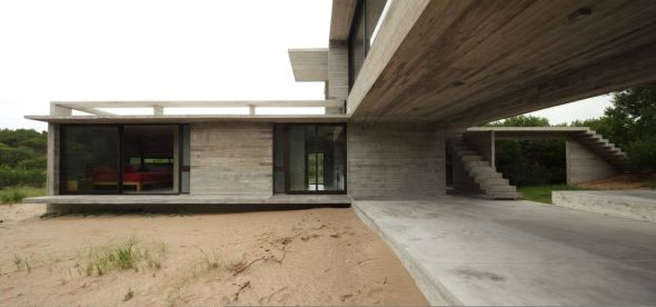 Casa de vol menes intersectados noticias de arquitectura for Casas alargadas